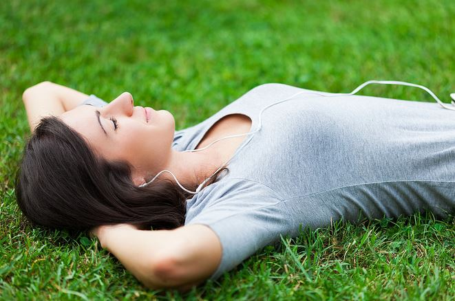 woman-resting-in-the-feild