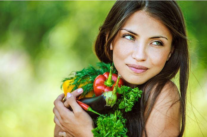 girl-holding-veggies
