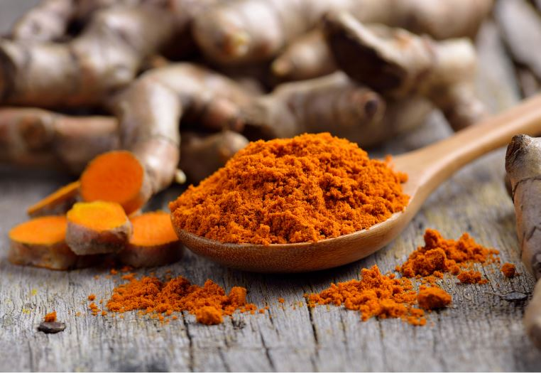 spoon-of-turmeric-powder