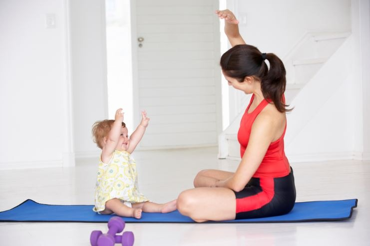 mother-and-baby-exercising