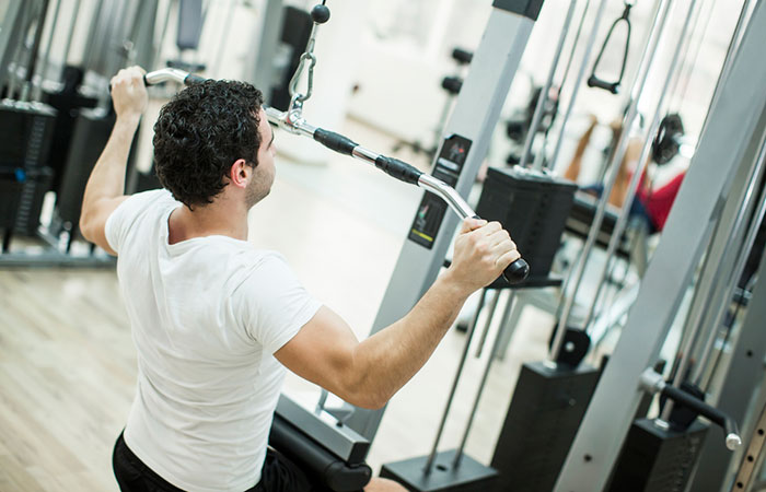 Man using lat pulldown machine correctly